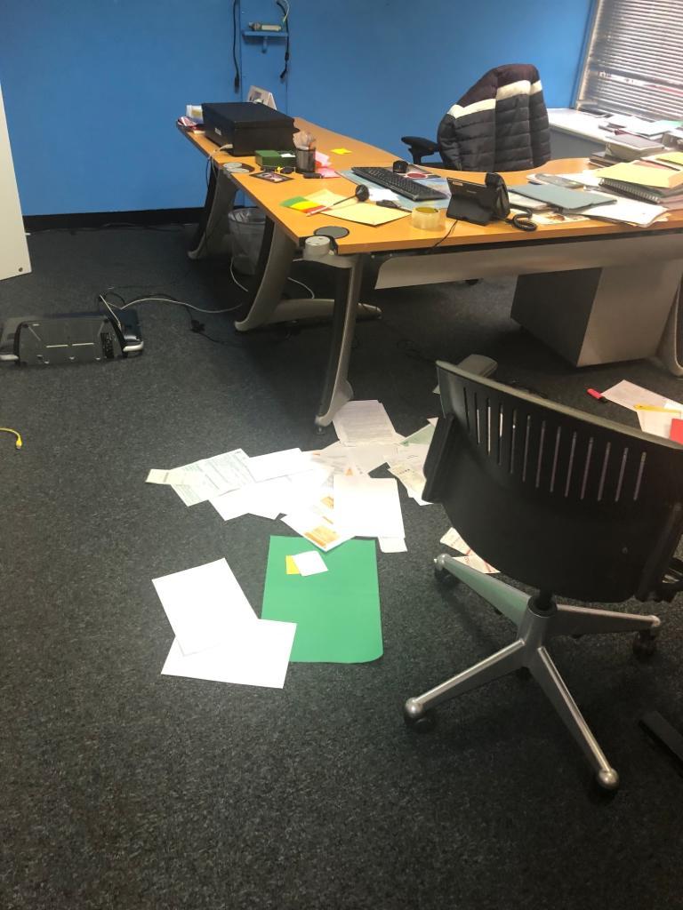L'ambassade de Guinée à Londres attaquée, les cartes d'électeurs emportées.